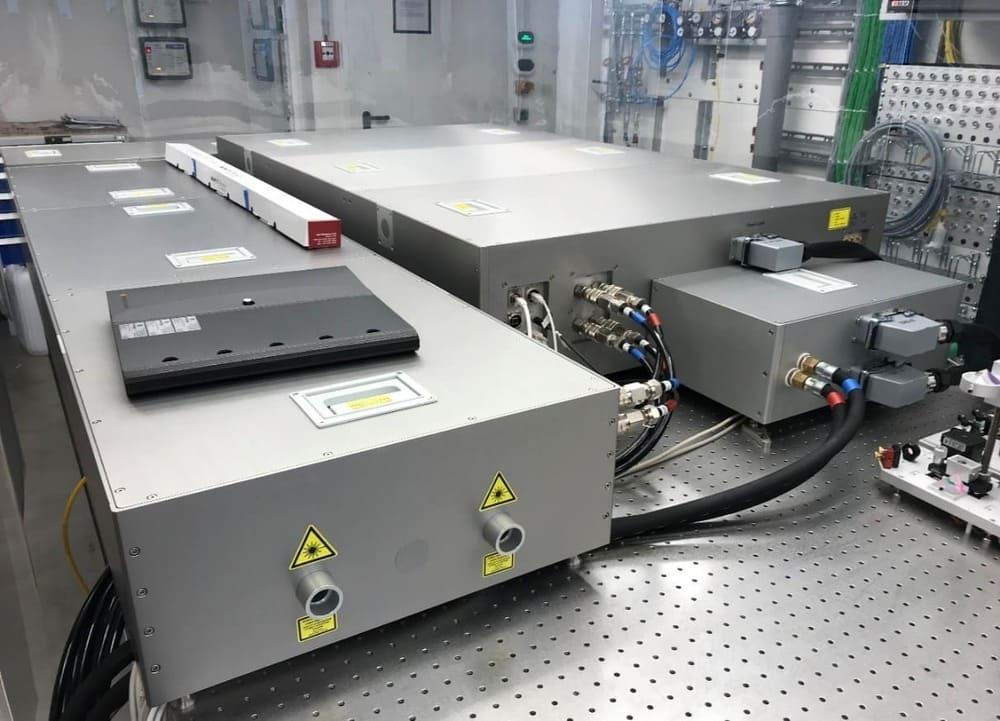 Ytterbium-300 & 40-fs compression